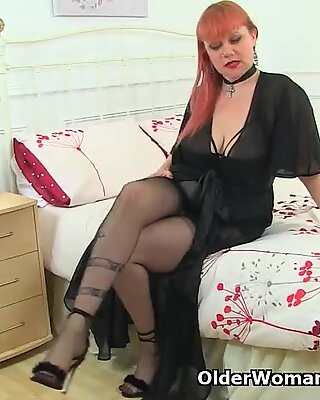 Bangsa United Kingdom Berambut Merah Ibu Seksi Velvetina Alat Mainkan dia berambut dan basah fanny