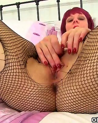 masturbating in fishnet stockings is such a turn on for Penny and Diana