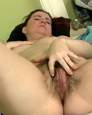 Watch Hairy Annabelle Lee touch herself