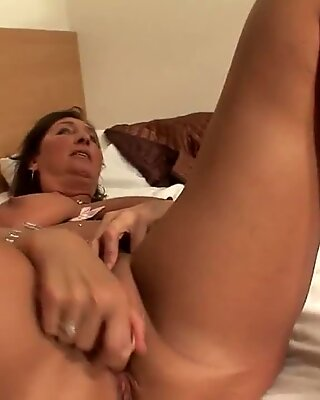 Amateur mature mother playing with her dildo