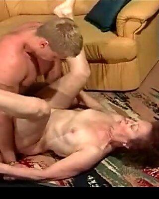 OMA von einem hübschen Sexprotz gefickt