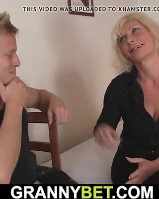 Old blonde pleases young dude