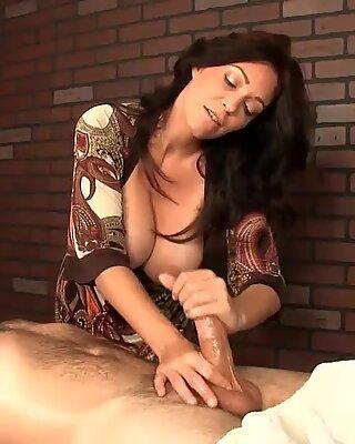 Der heißeste HJ aus einem Puma mit riesigem TitsReport Dieses Video