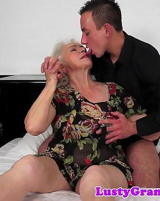 Bigtits großmutter gehämmert von hinten
