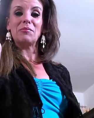 USAwives Mature Lady Solo Striptease and Toying