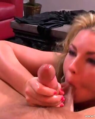 Sex bombshell Flower Tucci gets her mouth busy sucking a hard man lollipop