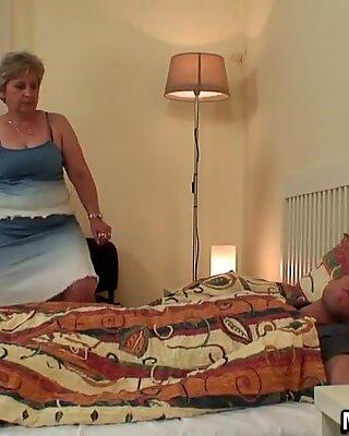 Wifes Mama veche sare pe Mele Pula!