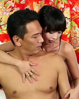 Experienced geisha charmed an elderly man and brings him to orgasm.