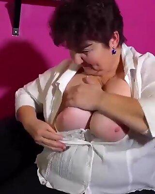 OMAHOTEL BBW mature grannies masturbating with toys