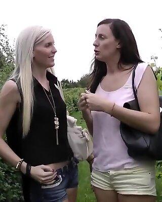 Heeled Britisch Lesbisch Pussylicked vor BJ