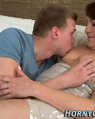 Hot OMA Sperma bedeckt