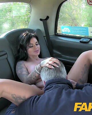 Fake Cab Erwachsener Kanal TV Hottie wird RUTE