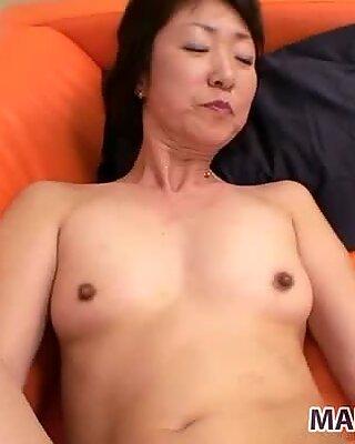 SCHMAL UND FIT JAPANISCH OMA YUKIKO ISHII ERSTELLTE HARD DOGYSTYLE