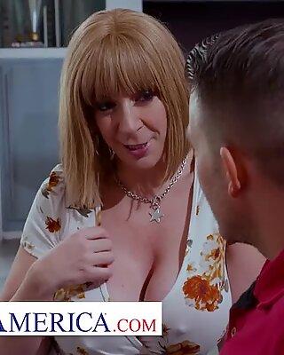 Ungezogen America - Sara Jay zieht junge Männer und ihre harte Penisse vor