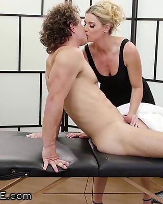 MILF Índia Verão massageia sua esmagamento Novinhas