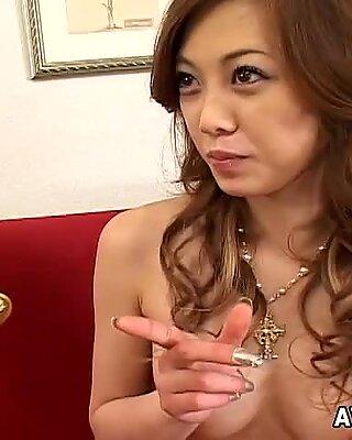 Nebună Nimfomane iubește să obțină orgasme de la atingerea mâinilor altcuiva.