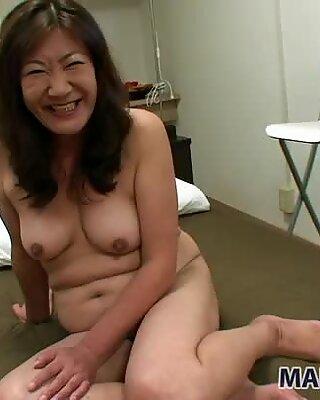 Femei Plinuțe Milf Michiko Okawa devine stimlat cu detul și suge Pula