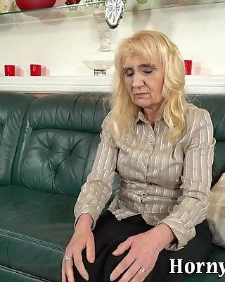Großmutter saugt Penis an