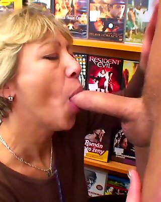 Nanny mag Sex mit Jungs!