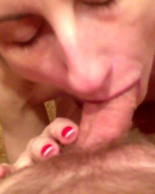 Sex orală de către Păpușică scurtă