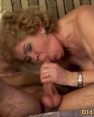 Hot oma effie hat fantastischen sex mit jungen kerl