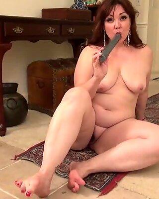 Mature chubby housewife and mom with big toy