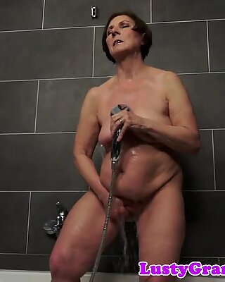 Chubby mature babe pleasured in the shower