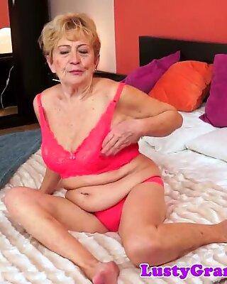 Pummelig oma geschraubt nach Reiben ihre Titten