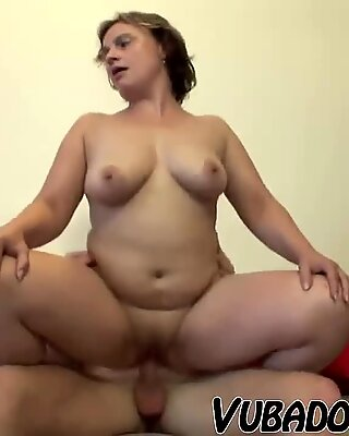 Reif Freundin lädt ihn zum Sex in Zuhause ein