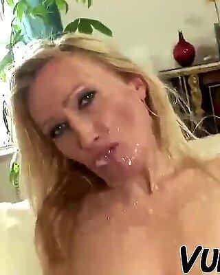 Old Ehefrau wird von ihrem jüngeren Hubby gefickt !!