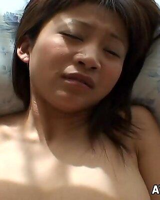 Prețioasa asiatic tanara are a dracu that gets her off s