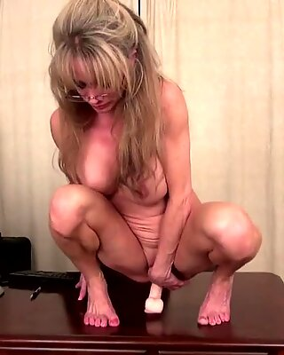 Old but fucking hot mature American mom