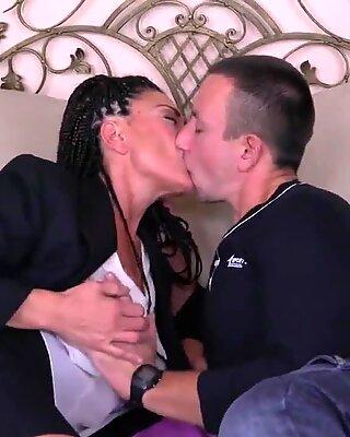 Mama matur având tabu sex cu fiul