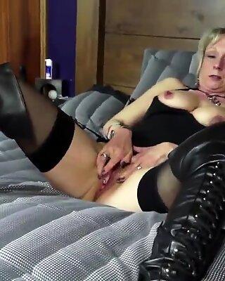 Reif Tante mit heißem Körper und durstigem Pinke Muschie