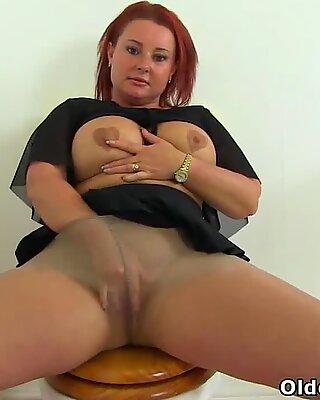 british milf Diamond works her nyloned fanny on wc