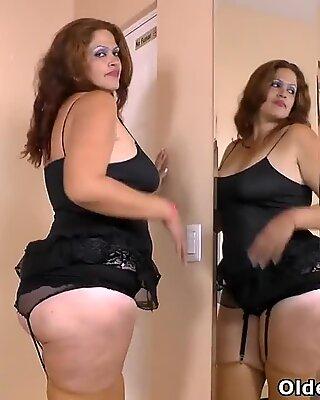 Latina BBW Milf Sandra nimmt Angelegenheiten in ihre eigenen Hände