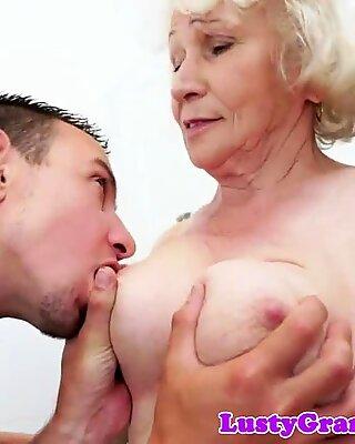 Euro babičky hairypussy v prdeli