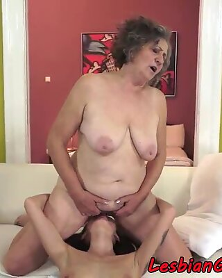 Bedstemor fisse spises lidenskabeligt af lesbisk