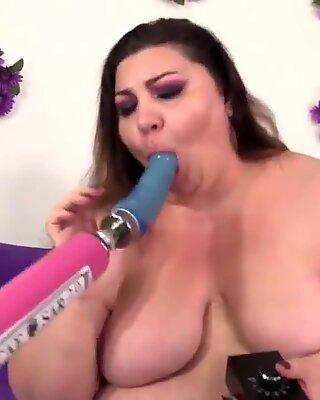 Fat Bella Bendz Gets Off with a Machine