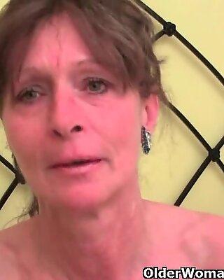 Haarig großmutter bekommt ihr pelziges loch gefingert