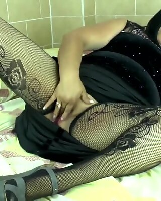 Chubby mature mother with thirsty ass and pussy