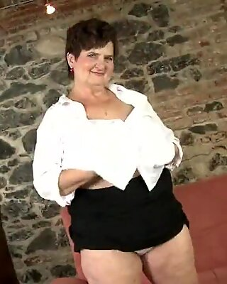 Big Oma mit hungriger Haargui-Vagina