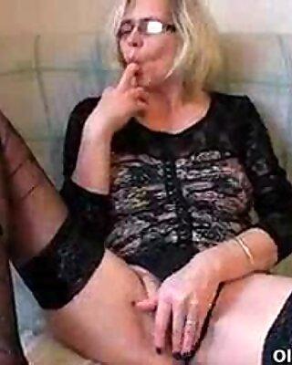 Bunicuță își înșurubează articulația când nu există Pula în jur