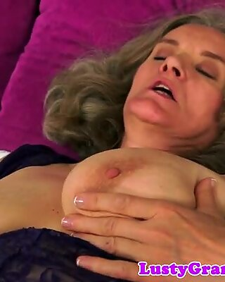 BigTit Reif dickridiert in Cowgirl
