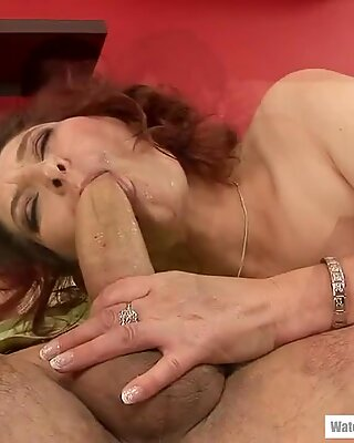 Mature woman who loves sex!