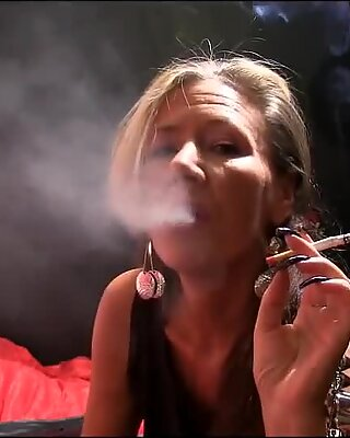 Sexy Moden Slut Rygende