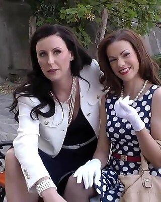 Bangsa english ibu seksi bermain dengan lawa sayang - Glamour Cantik